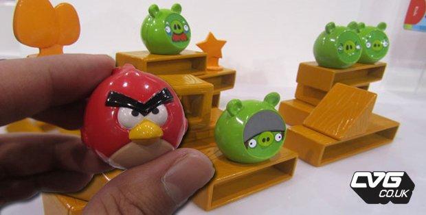 在现实中玩《愤怒的小鸟》 小鸟真实玩具发售