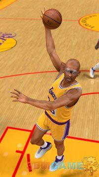 《NBA 2K12》再推新模式 15位传奇球星史诗对决