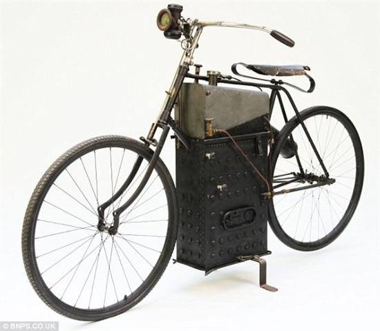 """""""117岁""""蒸汽摩托车将拍卖 时速可达64公里"""