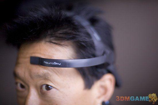 通过意念打电玩头戴式设备问世 售价129美元