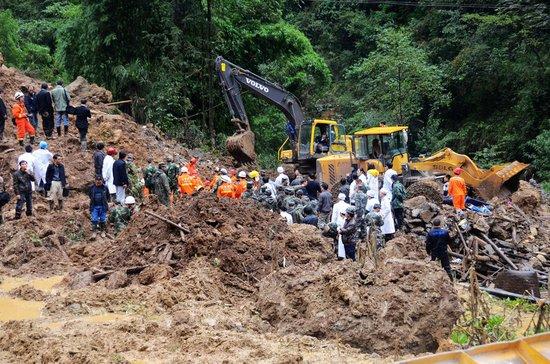 云南彝良震区山体滑坡18名被埋学生全部遇难
