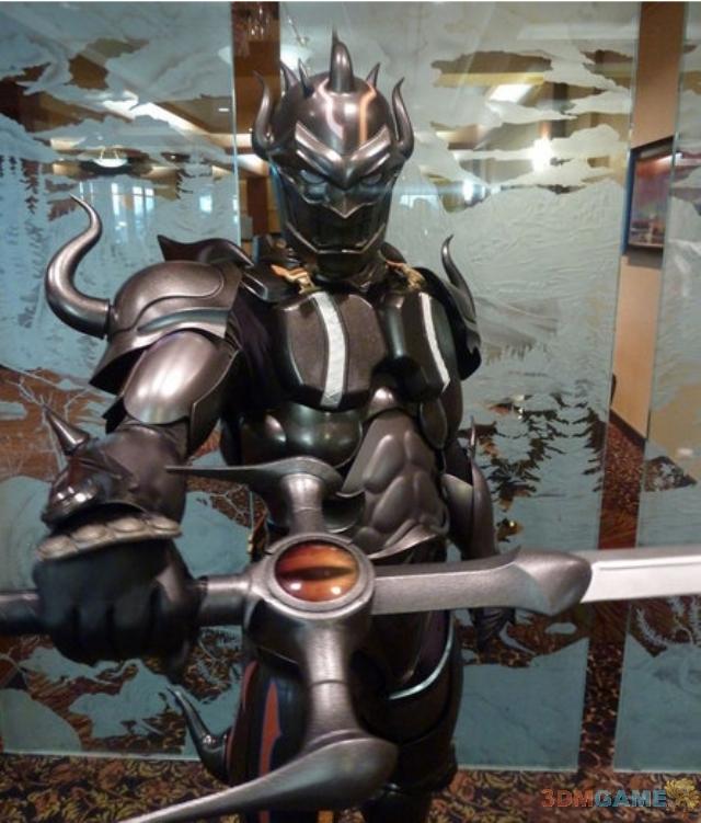 <b>技术宅拯救世界 神人自制最终幻想黑骑士服装</b>