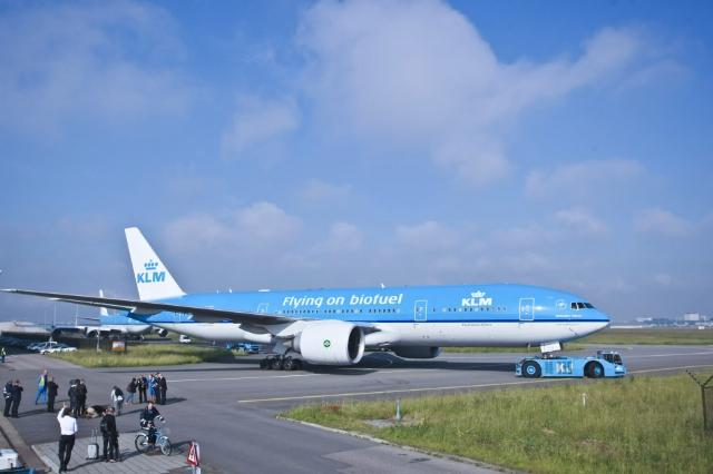 <b>废料出口飞上天 中国2000吨地沟油被荷兰航空购买</b>