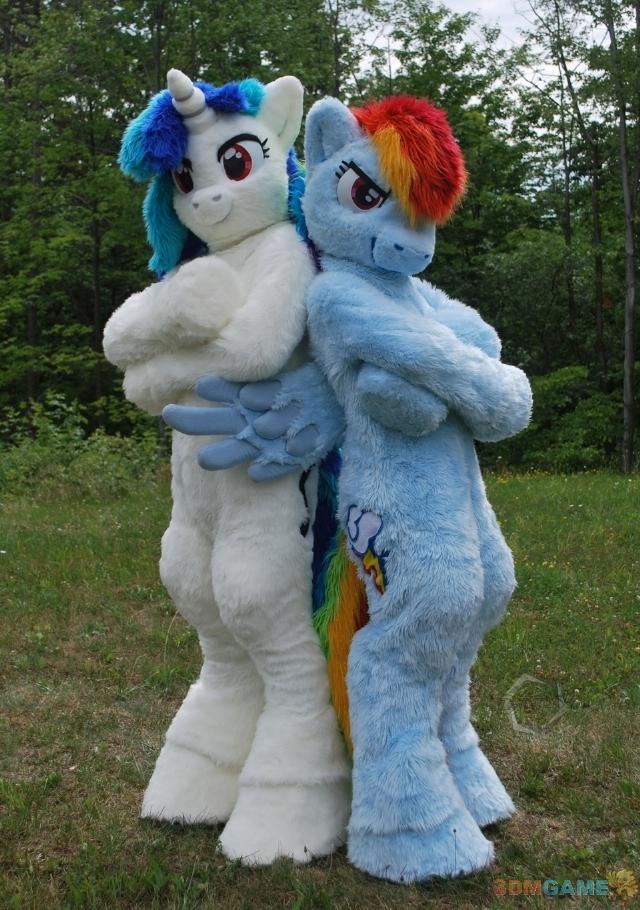 性感美女化身小马驹让你很想骑彩虹小马Cosv马驹尺度大美女图片