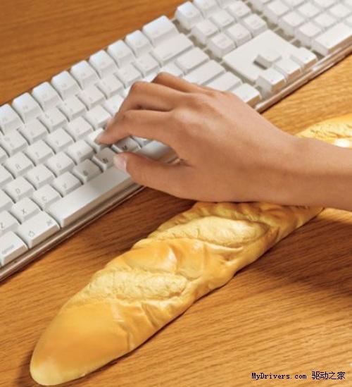 <b>台湾某女子每天操作键盘6小时 右手腕几乎致残!</b>