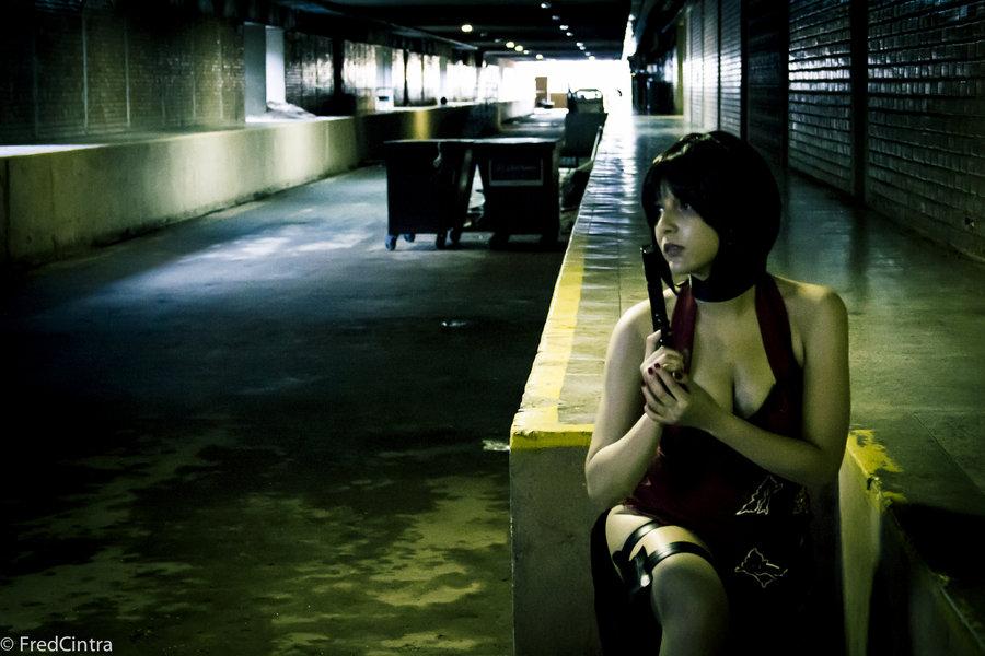 杀僵尸也要有范儿:华丽御姐艾达·王COS截图  cosplay写真