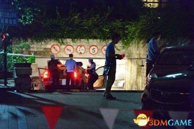 杭州市某医院副院长被曝与一裸女在车内中毒身亡