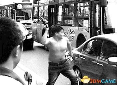 在冲突中蔡洋举起U型锁砸向他,莲湖区人民法院