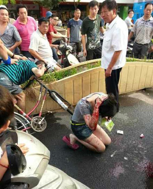 <b>南京女子被袭胸后遭猛打!U型锁砸头浑身是血</b>