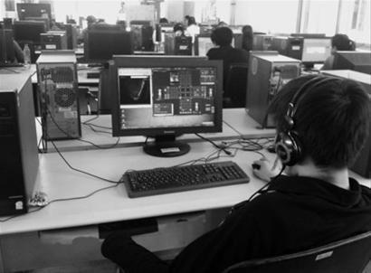 电子图书馆已经沦为网吧 20%的人在打游戏图乐