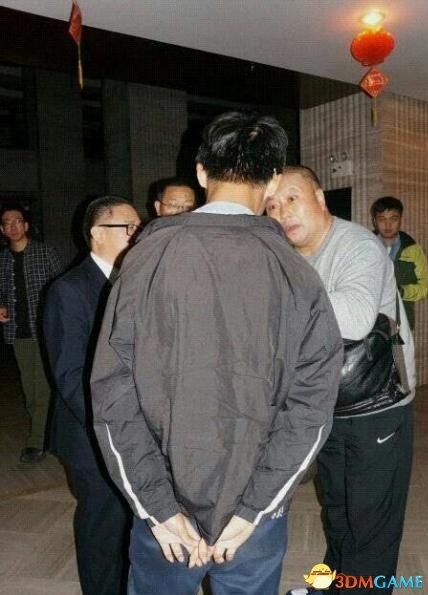 """""""造谣初中生""""改行拘7天已获释 父亲称儿子很勇敢"""