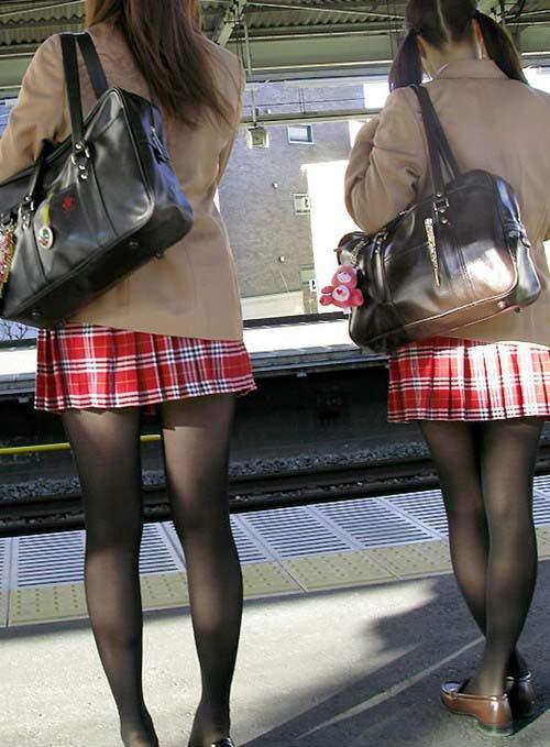 日本女子给我舔大鸡吧_制服迷你裙排行 日本女子高中生裙子最短的地区