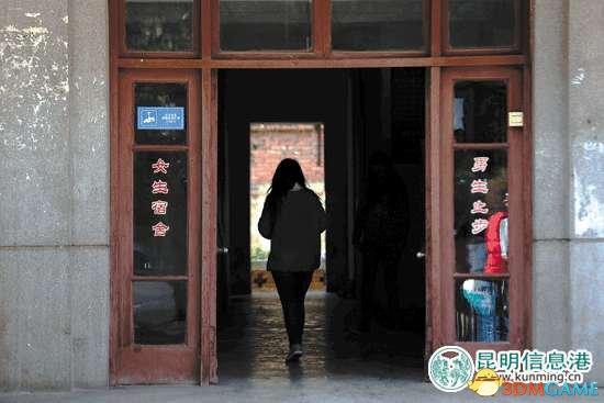 云南某大学大一女生厕所产子后回教室正常上课