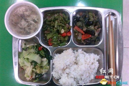 <b>湖南一公务员晒工作餐:2荤1素1汤一共花费4元</b>