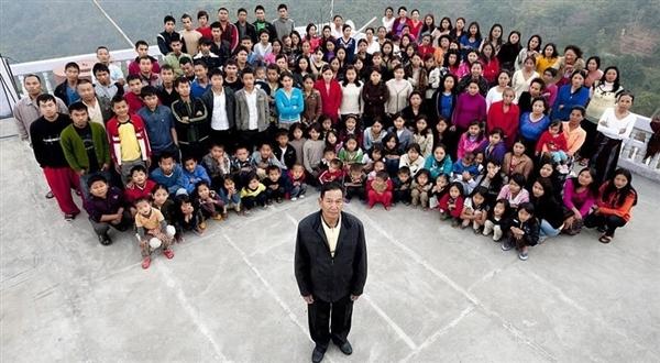 全球最大家庭:印度某教主39位妻子 全家共181人