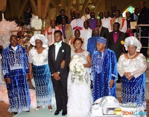 尼日利亚总统长女大婚 宾客获赠iPhone 5s土豪金