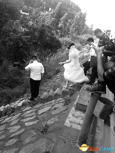 <b>五一高速严重堵车 新郎新娘高速狂奔赶婚礼时辰</b>