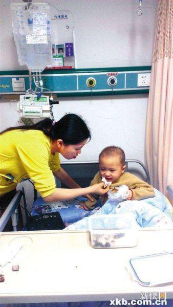 可爱小男孩患白血病险夭折 泪求平板电脑玩游戏