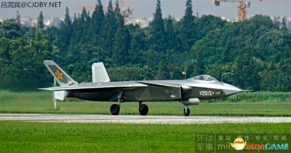 中国2019号歼-20战机首次亮相 日本战机望尘莫及