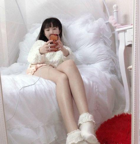 深圳36岁娃娃脸女子爆红 被封天山童姥微博发飙