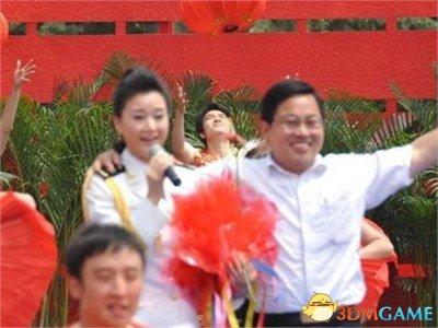强搂宋祖英官员称与成龙没法比 表示至今心缺乏悸