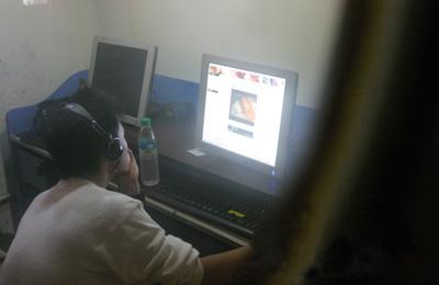 观看情色网站_陕西17岁网瘾男孩看完色情网页后 强奸女童被逮捕