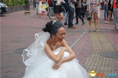 <b>90后少女拍婚纱照现场扮老试真情 准新人当场散伙</b>