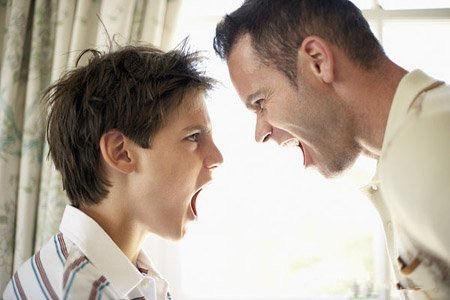 一起打游戏互相切磋 搞定叛逆小子老爸只需用两招