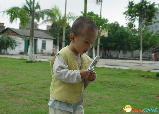 <b>人贩子用一部手机拐走2岁男童 孩子玩游戏不哭闹</b>