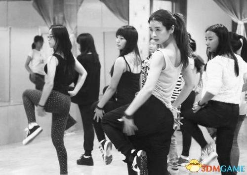"""女大学生3年爆减90斤 从胖妞蜕变成为""""女神教练"""""""