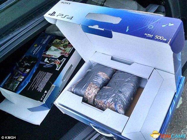 """美国男子沃尔玛购买""""超重""""PS4 打开发现两块石"""