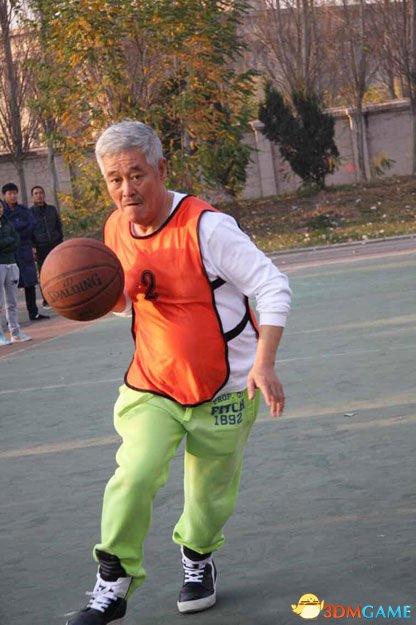 一代喜剧大师赵本山近照被徒弟晒出 澄清被抓传闻