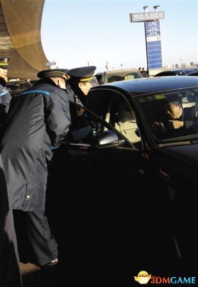 """打击开始 北京已有4辆""""专车""""涉嫌非法营运被暂扣"""