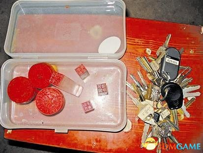 湖北村民挖出神秘盒子 含内74枚印章数十把钥匙