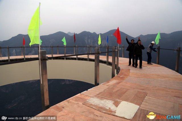 重庆建玻璃廊桥 最高悬挑廊桥透明地板离地近千米
