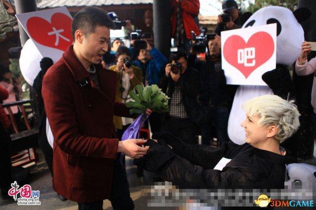 是真爱!乌克兰26岁美女COS熊猫向中国小伙求婚