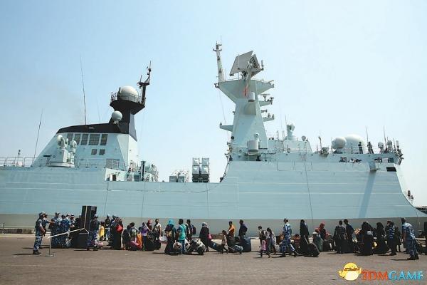 中国撤侨军舰曾险遭轰炸 一发炮弹落在舰艇不远处