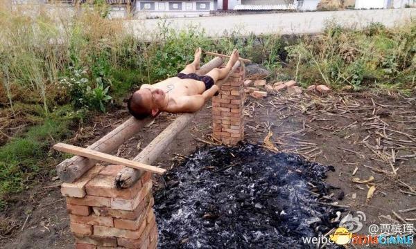 云南小伙患白血病无钱医治 半裸自行火烤癌细胞