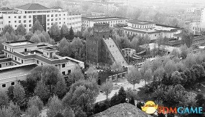 "<b>武汉一高校校内建""长城"" 校方称为了爱国主义教育</b>"