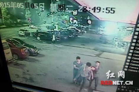 19岁醉酒女被三个猛男抬入酒店 遭到性侵后死亡