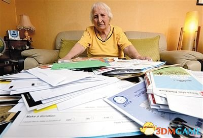 英国老太不堪慈善催捐款自杀 行善几用尽养老金