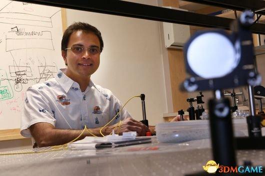 未來觸手可及!世界上最小分光器誕生邊長僅2.4微米