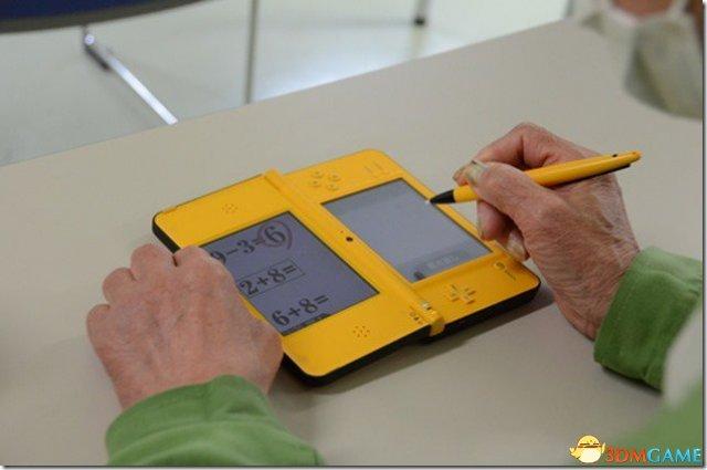 日本监狱让老年囚犯玩任天堂DS来对抗老年痴呆症