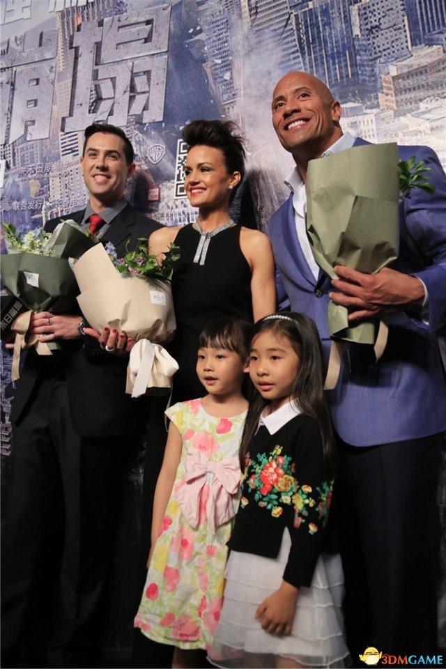 <b>灾难电影《末日崩塌》中国首映礼 巨石强森玩的嗨</b>