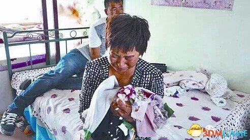 5岁女童被校车碾压2次 其父目睹惨状来不及施救