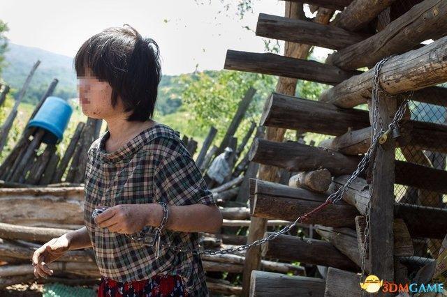 吉林16岁少女被父母锁玉米楼5年 曾脱衣乱跑