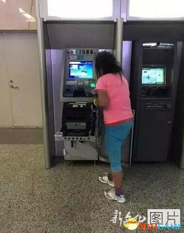 战斗力惊人!长春女子徒手拆ATM提款机 银行都傻了