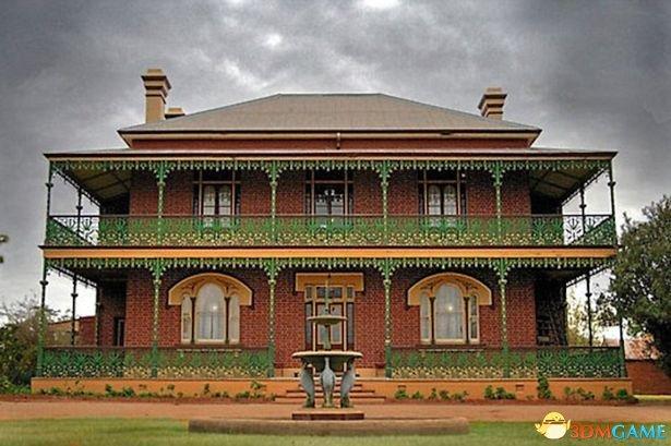 """她住在澳洲最着名鬼屋 遭""""无影手""""乱摸了50年"""