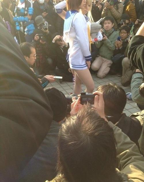 日本COS色影师:不拍脸只拍裙底 对准私密位置狂拍