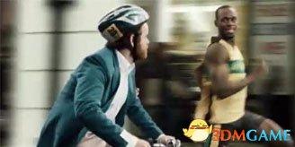 偷车贼遇跑步达人被抓住 狂骑车竟比不上双腿快